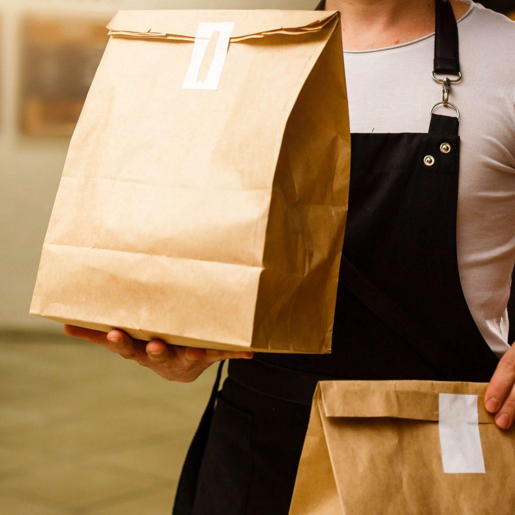 משלוח של הזמנה האוזמן מהאפליקציה למסעדות
