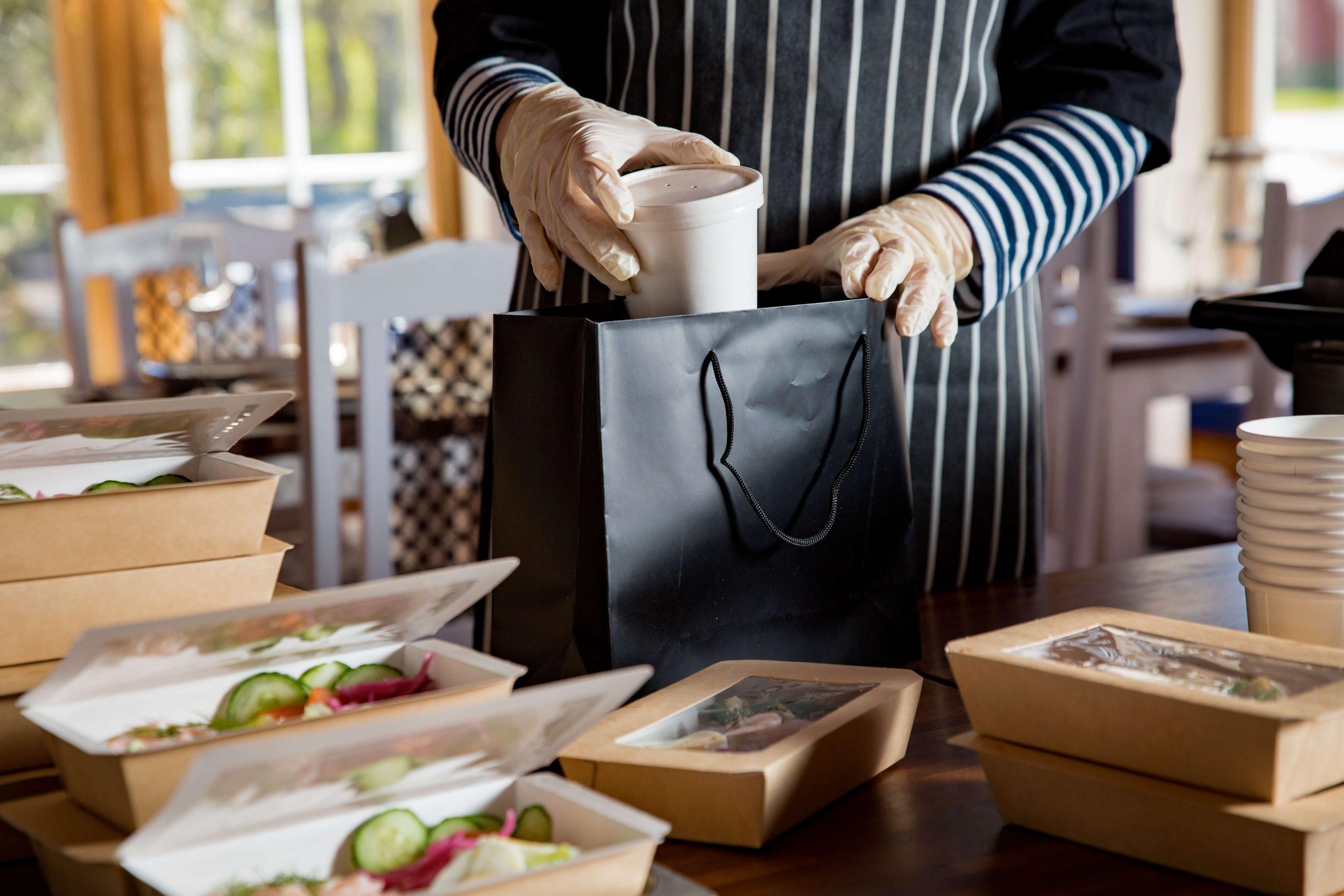 עתיד המסעדות כאיסוף עצמי ומשלוחים.